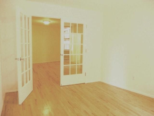 3 BR,  2.00 BTH Rental style home in New York