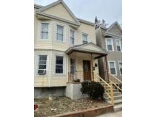4 BR,  3.00 BTH  2 story style home in Newark