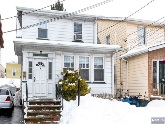3 BR,  1.50 BTH Colonial style home in North Arlington