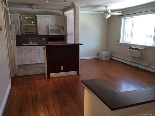 1 BR,  1.00 BTH House style home in Cornwall