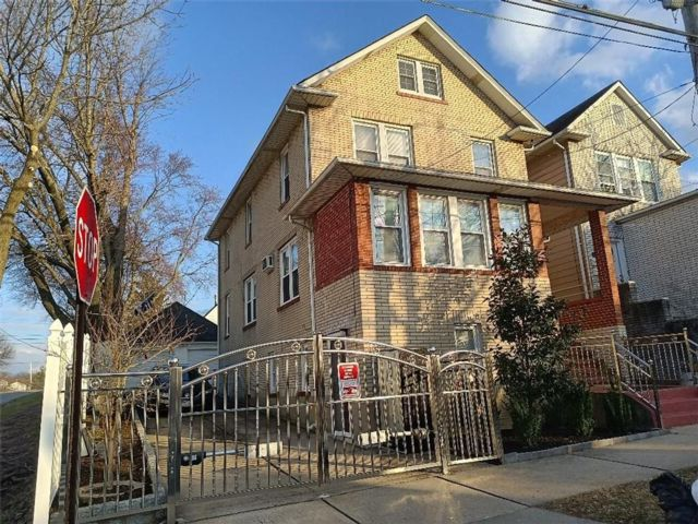 6 BR,  4.00 BTH Multi-family style home in Manor Heights