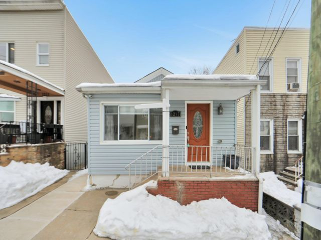 2 BR,  2.00 BTH Ranch style home in North Bergen