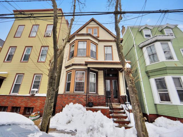 4 BR,  2.00 BTH  style home in Newark