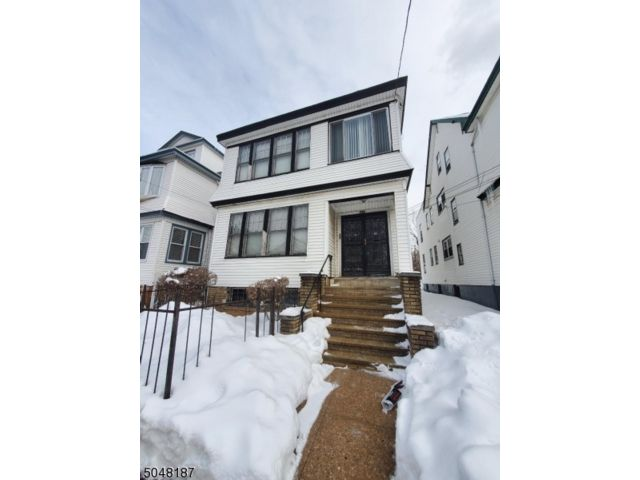 3 BR,  1.00 BTH  House style home in Irvington