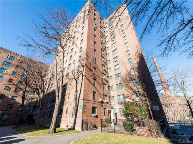 2 BR,  1.00 BTH  High rise style home in Parkchester