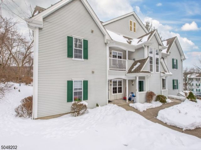 2 BR,  2.00 BTH  First floor uni style home in Pompton Plains