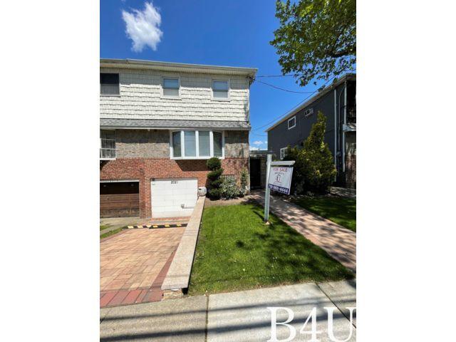 3 BR,  2.55 BTH Duplex style home in Bergen Beach