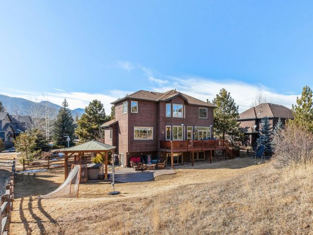 5 BR,  3.50 BTH 2 story style home in Evergreen