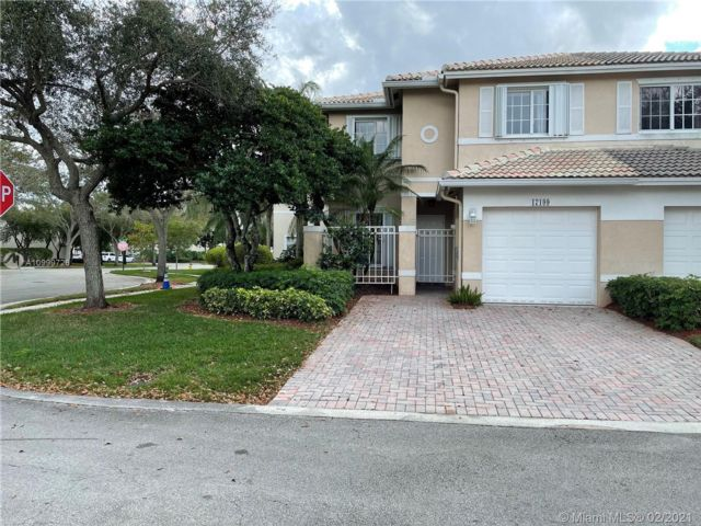 3 BR,  2.50 BTH Townhouse style home in Pembroke Pines