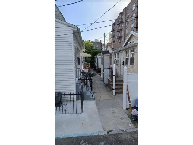 4 BR,  2.00 BTH  Single family style home in Brighton Beach