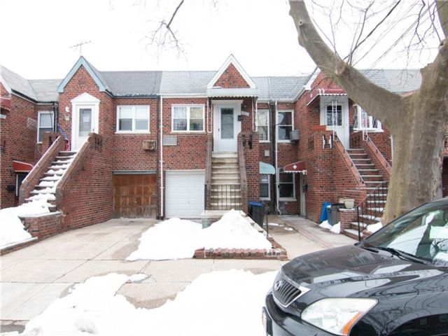 2 BR,  2.00 BTH Multi-family style home in Marine Park
