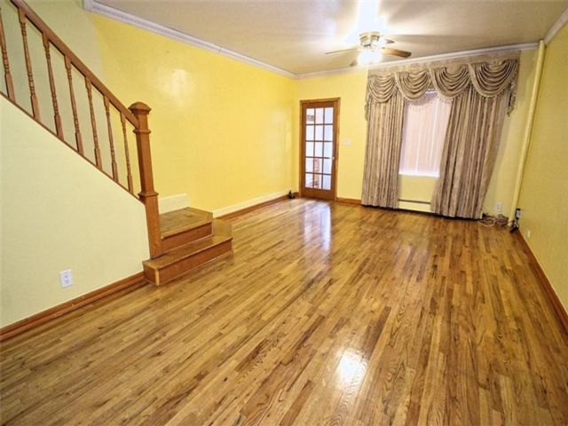 3 BR,  2.00 BTH Single family style home in Ozone Park