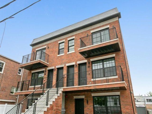 3 BR,  3.00 BTH Condominium style home in Bay Ridge