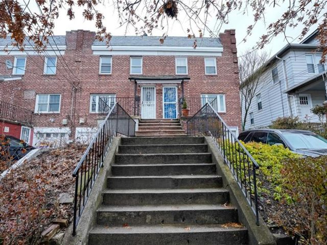 2 BR,  1.00 BTH Townhouse style home in Yonkers