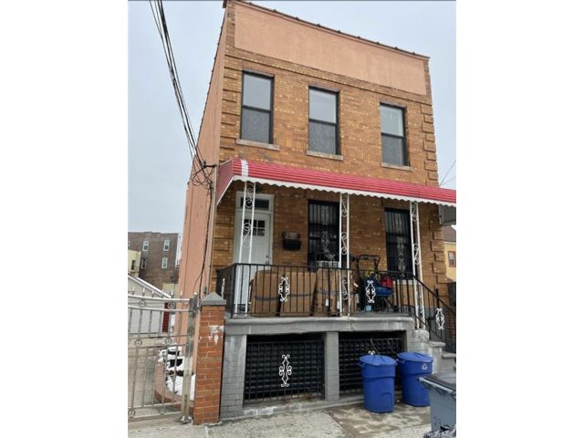 3 BR,  1.00 BTH  Multi family style home in Parkchester