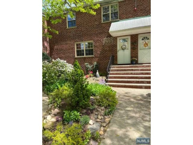 2 BR,  1.00 BTH Gard style home in Fort Lee