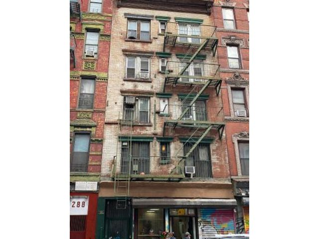 10 BR,  9.55 BTH Other style home in New York