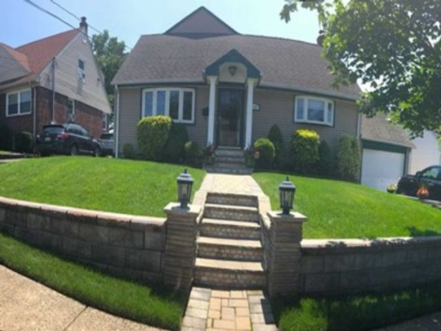 6 BR,  3.00 BTH Cape code style home in Hackensack