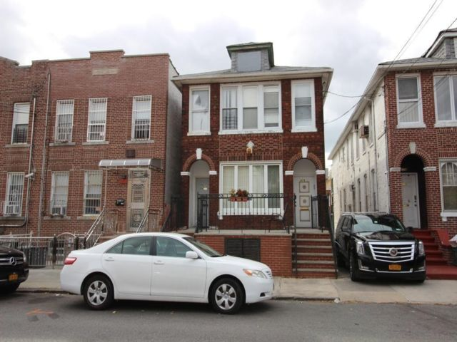 10 BR,  3.00 BTH  Multi-family style home in Sunset Park