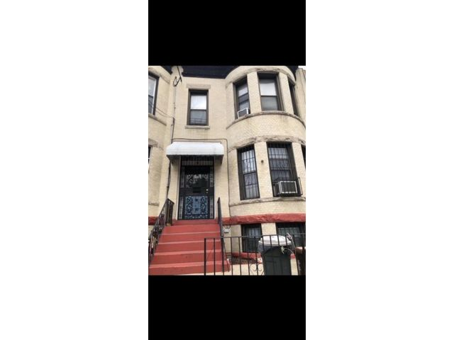6 BR,  2.00 BTH  Multi-family style home in Sunset Park