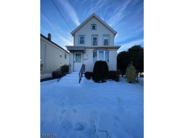 2 BR,  1.00 BTH Colonial style home in Clifton