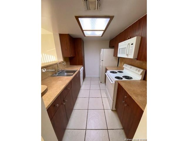 1 BR,  1.00 BTH  style home in Coral Springs