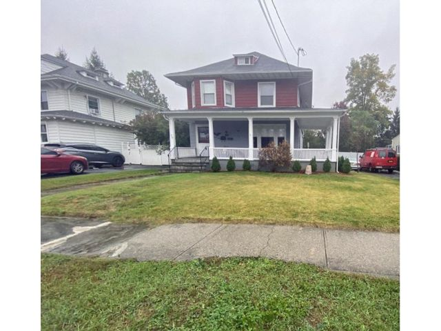 3 BR,  2.00 BTH  style home in Port Chester