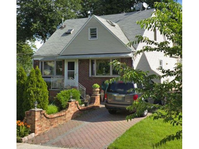 4 BR,  4.00 BTH Cape style home in Kearny