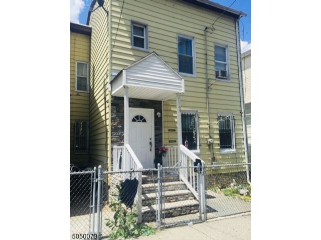 3 BR,  2.50 BTH Colonial style home in Paterson