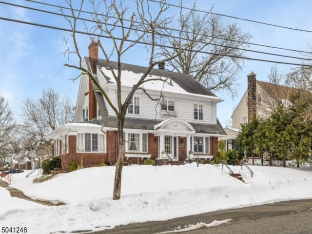 5 BR,  4.50 BTH Colonial style home in Paterson