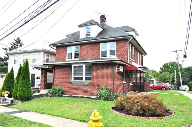 3 BR,  2.00 BTH Multi family style home in Harrison
