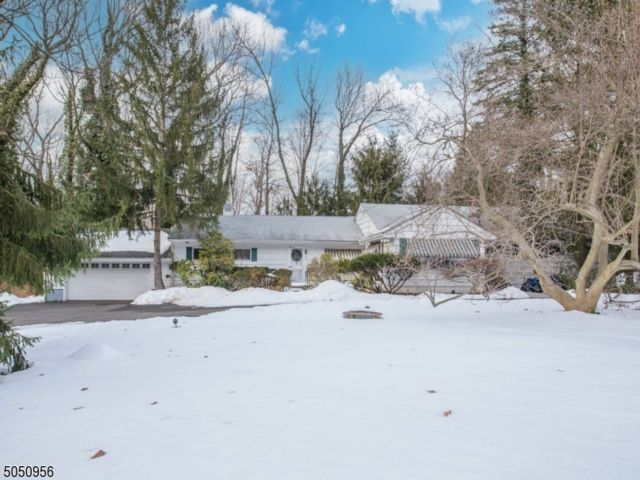 2 BR,  3.00 BTH Ranch style home in Essex Fells