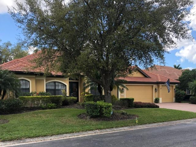 5 BR,  4.00 BTH 2 story style home in Sarasota
