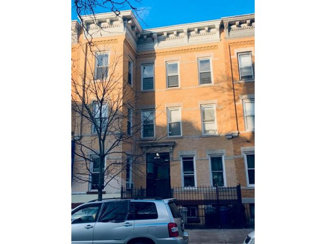 6 BR,  6.00 BTH  Multi-family style home in Ridgewood