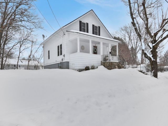 3 BR,  1.50 BTH Bungalow style home in Worcester