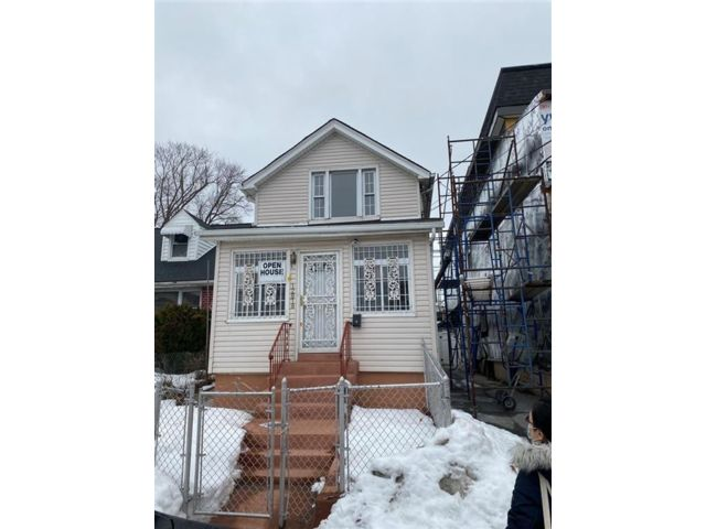 3 BR,  3.00 BTH  Single family style home in South Ozone Park