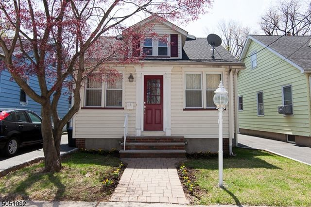5 BR,  2.00 BTH Cape cod style home in Bloomfield