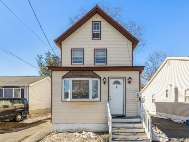 3 BR,  1.00 BTH  Colonial style home in Haverstraw