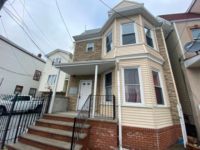 3 BR,  2.00 BTH  style home in Newark