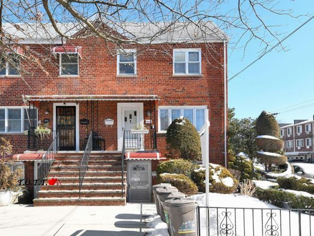 4 BR,  2.00 BTH Multi-family style home in Old Mill Basin