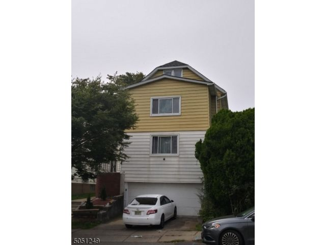 6 BR,  2.00 BTH Multi-family style home in Paterson