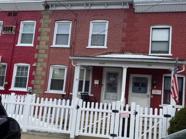 3 BR,  1.50 BTH 2 story style home in Kearny