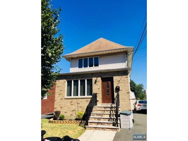 2 BR,  1.00 BTH 2 family style home in Lyndhurst