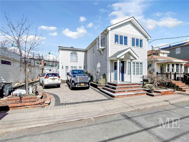 4 BR,  2.00 BTH Single family style home in Broad Channel