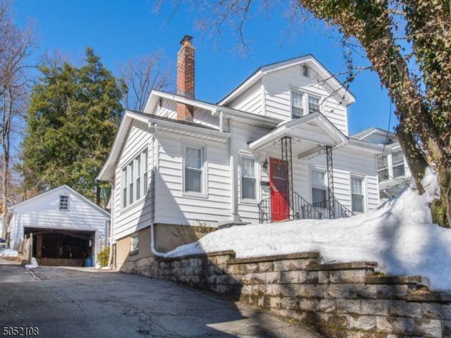 4 BR,  2.00 BTH  Colonial style home in West Orange