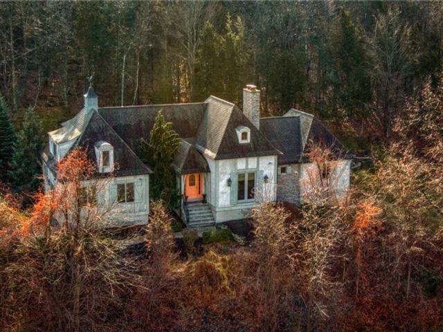 3 BR,  3.00 BTH Mini estate style home in Warwick