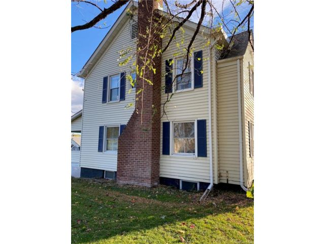 4 BR,  3.00 BTH Colonial style home in Marlboro