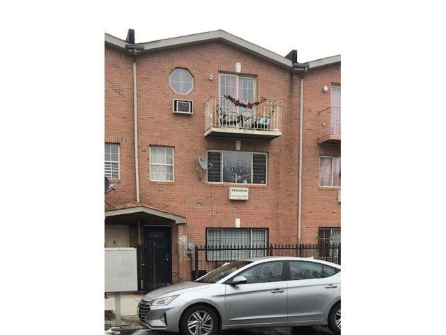 8 BR,  5.00 BTH Duplex style home in Brooklyn