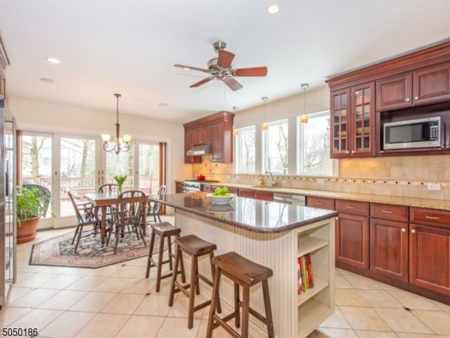 5 BR,  3.55 BTH Colonial style home in North Caldwell