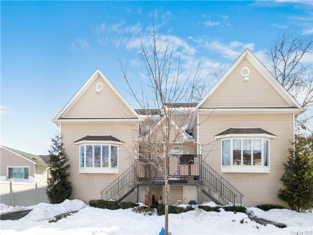 12 BR,  6.00 BTH House style home in Ramapo